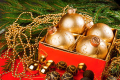 Σύνθεση Χριστουγέννων με τη διακόσμηση Χριστουγέννων. Στοκ Εικόνες