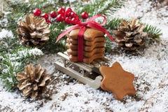 Σύνθεση Χριστουγέννων με τη διακόσμηση διακοπών Στοκ εικόνα με δικαίωμα ελεύθερης χρήσης