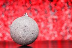 Σύνθεση Χριστουγέννων σε ένα λαμπρό μουτζουρωμένο υπόβαθρο Στοκ εικόνες με δικαίωμα ελεύθερης χρήσης