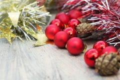 Σύνθεση Χριστουγέννων σε ένα υπόβαθρο του πάγου Στοκ εικόνες με δικαίωμα ελεύθερης χρήσης
