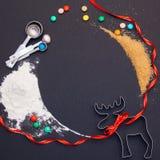 Σύνθεση Χριστουγέννων στο μαύρο υπόβαθρο στοκ εικόνες με δικαίωμα ελεύθερης χρήσης