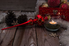 Σύνθεση Χριστουγέννων στο ξύλινο υπόβαθρο στοκ φωτογραφίες
