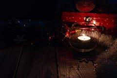 Σύνθεση Χριστουγέννων στο ξύλινο υπόβαθρο στοκ φωτογραφία με δικαίωμα ελεύθερης χρήσης