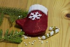 Σύνθεση Χριστουγέννων, χρυσές διακοσμήσεις Χριστουγέννων, Χριστούγεννα Επίπεδος βάλτε, τοπ άποψη στοκ εικόνες