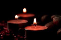 Σύνθεση SPA με τα κεριά αρώματος σε ξύλινο Επεξεργασία, aromatherapy Στοκ Εικόνα