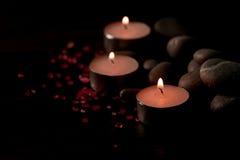 Σύνθεση SPA με τα κεριά αρώματος σε ξύλινο Επεξεργασία, aromatherapy Στοκ φωτογραφία με δικαίωμα ελεύθερης χρήσης