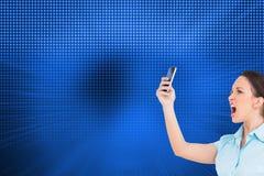 Σύνθετηης εικόνα της επιχειρηματία που φωνάζει στο smartphone της Στοκ Εικόνα