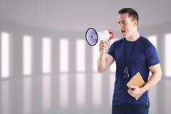 Σύνθετη εικόνα αρσενικό να φωνάξει εκπαιδευτών μέσω megaphone Στοκ Εικόνες