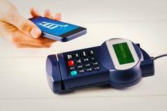 Σύνθετη εικόνα κινητού πέρα από τον αναγνώστη καρτών στοκ εικόνα