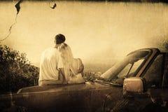 Σύνθετη εικόνα οπισθοσκόπου του ζεύγους που αγκαλιάζει και πανόραμα θαυμασμού Στοκ φωτογραφία με δικαίωμα ελεύθερης χρήσης