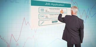 Σύνθετη εικόνα οπισθοσκόπου του μοντέρνου ώριμου επιχειρηματία που δείχνει το δάχτυλο Στοκ εικόνα με δικαίωμα ελεύθερης χρήσης