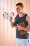 Σύνθετη εικόνα προσωπικό να φωνάξει εκπαιδευτών μέσω megaphone Στοκ Εικόνα