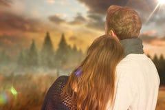 Σύνθετη εικόνα στενού επάνω οπισθοσκόπου του ρομαντικού ζεύγους Στοκ Εικόνες