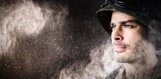Σύνθετη εικόνα στενού επάνω του στοχαστικού στρατιωτικού στρατιώτη στοκ εικόνες