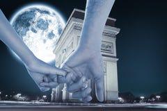 Σύνθετη εικόνα της αγάπης των νέων χεριών εκμετάλλευσης ζευγών Στοκ Εικόνες