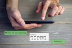 Σύνθετη εικόνα της αποστολής κειμενικών μηνυμάτων smartphone Στοκ εικόνα με δικαίωμα ελεύθερης χρήσης