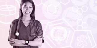 Σύνθετη εικόνα της ασιατικής νοσοκόμας με το στηθοσκόπιο που διασχίζει τα όπλα Στοκ Φωτογραφίες