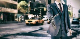 Σύνθετη εικόνα της γραφικής εικόνας υπολογιστών του επιχειρηματία με το ρομποτικό χέρι Στοκ Εικόνα