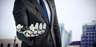 Σύνθετη εικόνα της γραφικής εικόνας υπολογιστών του επιχειρηματία με το ρομποτικό χέρι τρισδιάστατο Στοκ φωτογραφία με δικαίωμα ελεύθερης χρήσης