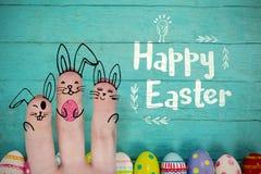 Σύνθετη εικόνα της εικόνας των δάχτυλων που χρωματίζονται ως λαγουδάκι Πάσχας Στοκ εικόνες με δικαίωμα ελεύθερης χρήσης
