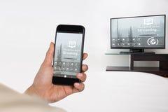 Σύνθετη εικόνα της επιχειρηματία που χρησιμοποιεί το κινητό τηλέφωνο Στοκ Εικόνα
