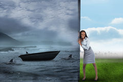 Σύνθετη εικόνα της επιχειρηματία που ωθεί μακριά τη σκηνή Στοκ εικόνα με δικαίωμα ελεύθερης χρήσης