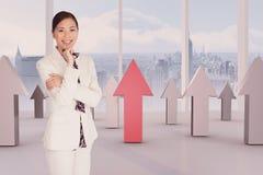 Σύνθετη εικόνα της ευχαριστημένης επιχειρηματία που φωνάζει μέσω megaphone Στοκ Εικόνες