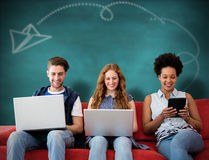 Σύνθετη εικόνα της δημιουργικής ομάδας που χρησιμοποιεί τα lap-top και την ψηφιακή ταμπλέτα Στοκ Φωτογραφία