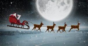 Σύνθετη εικόνα της πλάγιας όψης Άγιου Βασίλη που οδηγά στο έλκηθρο κατά τη διάρκεια των Χριστουγέννων Στοκ εικόνα με δικαίωμα ελεύθερης χρήσης