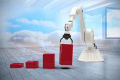 Σύνθετη εικόνα της σύνθετης εικόνας του ρομπότ που τακτοποιεί τους κόκκινους φραγμούς παιχνιδιών στο φραγμό ghaph τρισδιάστατο Στοκ εικόνα με δικαίωμα ελεύθερης χρήσης