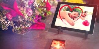 Σύνθετη εικόνα της τεχνολογίας με την ανθοδέσμη λουλουδιών Στοκ Φωτογραφία