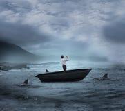 Σύνθετη εικόνα της τοποθέτησης επιχειρηματιών με τα όπλα επάνω sailboat Στοκ Φωτογραφίες