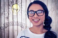 Σύνθετη εικόνα της χαμογελώντας ασιατικής γυναίκας που εξετάζει τη κάμερα Στοκ φωτογραφία με δικαίωμα ελεύθερης χρήσης