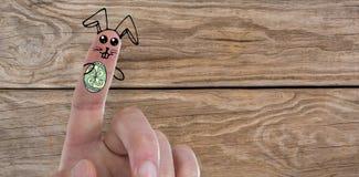 Σύνθετη εικόνα της ψηφιακά παραγμένης εικόνας των δάχτυλων που χρωματίζονται ως λαγουδάκι Πάσχας Στοκ Εικόνες