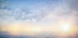 Σύνθετη εικόνα της ψηφιακά παραγμένης εικόνας των σκοτεινών σύννεφων θύελλας ελεύθερη απεικόνιση δικαιώματος
