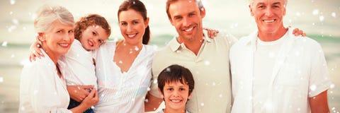 Σύνθετη εικόνα της όμορφης οικογένειας στην παραλία στοκ εικόνες με δικαίωμα ελεύθερης χρήσης