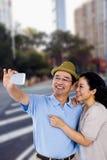 Σύνθετη εικόνα του άνδρα και της γυναίκας που παίρνουν μια εικόνα Στοκ Εικόνες