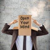 Σύνθετη εικόνα του ανώνυμου επιχειρηματία που δείχνει το κιβώτιο Στοκ Εικόνες