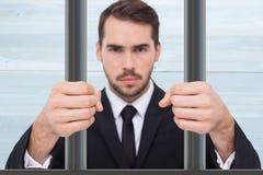 Σύνθετη εικόνα του εξοργισμένου επιχειρηματία με τις σφιγγμένες πυγμές στοκ φωτογραφία
