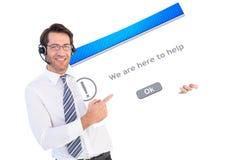 Σύνθετη εικόνα του επιχειρηματία με το ακουστικό που παρουσιάζει κάρτα στη κάμερα Στοκ φωτογραφίες με δικαίωμα ελεύθερης χρήσης