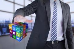 Σύνθετη εικόνα του επιχειρηματία που δείχνει στον κύβο με το δάχτυλό του Στοκ Φωτογραφία