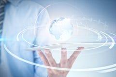 Σύνθετη εικόνα του επιχειρηματία που χρησιμοποιεί την ψηφιακή ταμπλέτα Στοκ Εικόνες