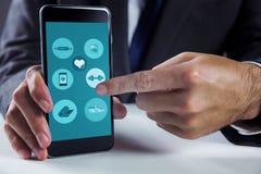 Σύνθετη εικόνα του επιχειρηματία που χρησιμοποιεί το smartphone Στοκ φωτογραφίες με δικαίωμα ελεύθερης χρήσης
