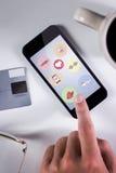 Σύνθετη εικόνα του επιχειρηματία που χρησιμοποιεί το smartphone Στοκ Εικόνες