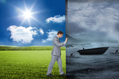 Σύνθετη εικόνα του επιχειρηματία που ωθεί μακριά τη σκηνή Στοκ Εικόνα