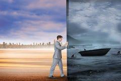 Σύνθετη εικόνα του επιχειρηματία που ωθεί μακριά τη σκηνή Στοκ Φωτογραφία