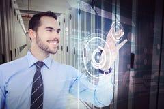 Σύνθετη εικόνα του ευτυχούς επιχειρηματία που πιάνει κάτι με το χέρι του στοκ εικόνα