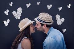 Σύνθετη εικόνα του ευτυχούς ζεύγους hipster περίπου που φιλά Στοκ Φωτογραφία