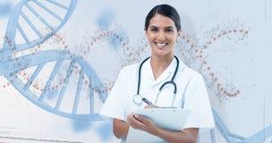 Σύνθετη εικόνα του ευτυχούς θηλυκού γραψίματος γιατρών στην περιοχή αποκομμάτων Στοκ Φωτογραφίες
