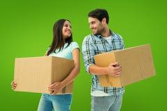 Σύνθετη εικόνα του ευτυχούς νέου ζεύγους με την κίνηση των κιβωτίων Στοκ Εικόνες